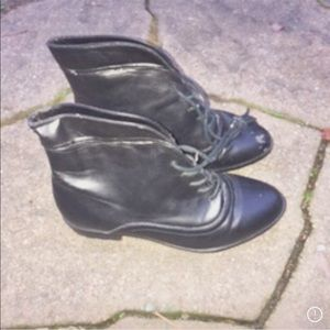 Shoes leather with blemish bootie 5.5
